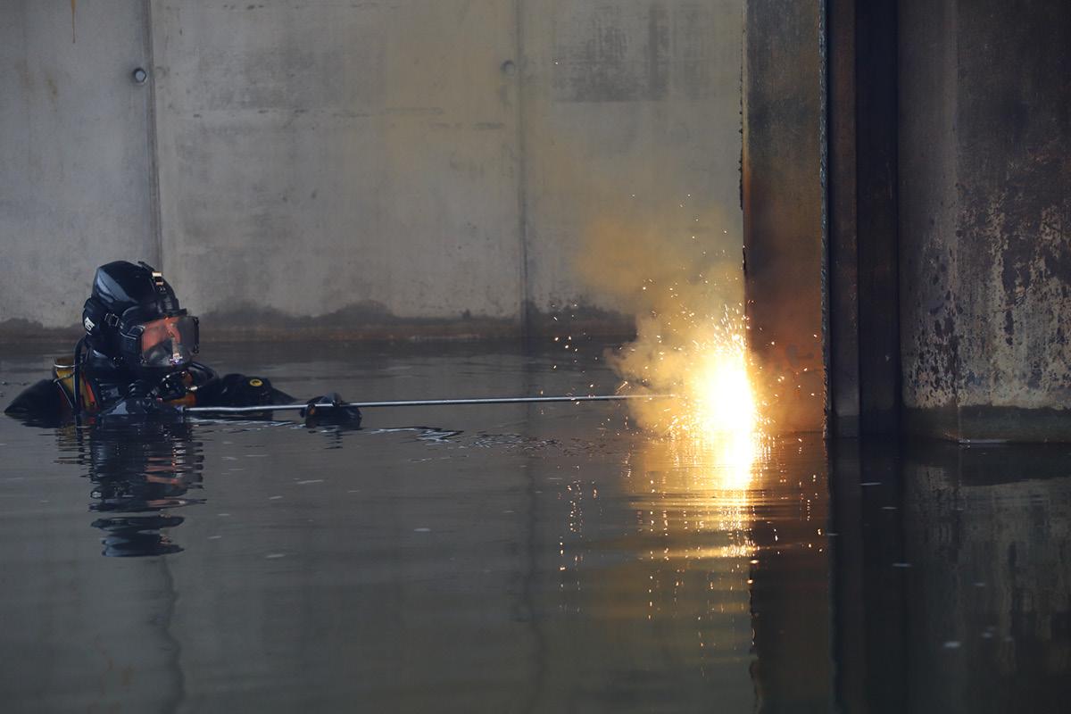 Vom Abbruch bis zum Unterwasseranstrich, Unterwasserbau TAF-Taucharbeiten